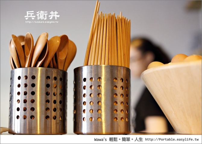 木头的筷子与汤匙,吃起丼饭也比较有感觉