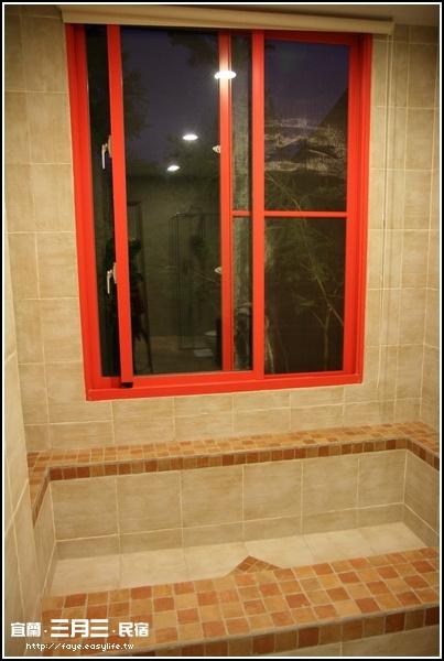 宜蘭羅東【三月三旅店】。浴室