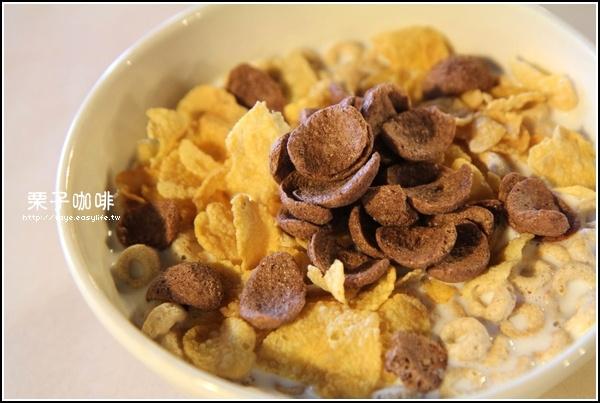 台南【栗子咖啡】。C餐牛奶麥片