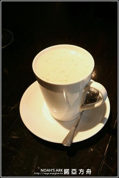 台南【NOAH'S ARK 諾亞方舟主廚餐廳】。熱鮮奶茶
