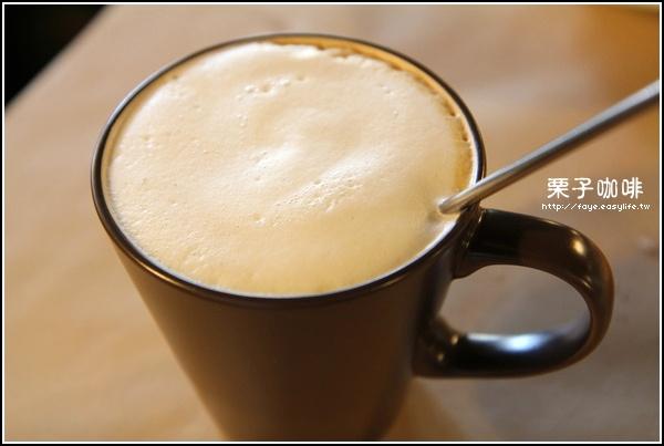 台南【栗子咖啡】。C餐熱拿鐵