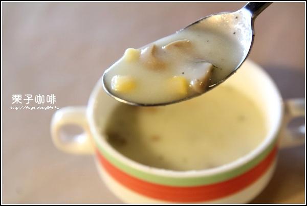 台南【栗子咖啡】。A餐每日濃湯