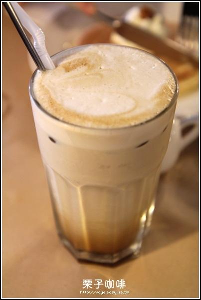 台南【栗子咖啡】。A餐冰香草拿鐵