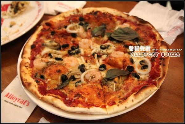 京站【Alleycat's Pizza‧巷貓餐廳】。義式窯烤披薩‧海鮮披薩
