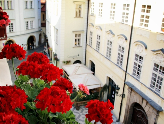 2012捷克蜜月。【布拉格】Iron Gate Hotel & Suites鐵門飯店,天文鐘是回家的北極星,所以就放心地遨遊吧!《Praha》