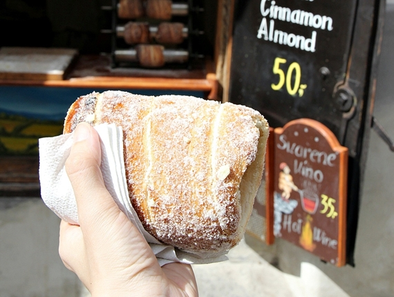 2012捷克蜜月。【庫倫諾夫】甜甜圈Trdelník和霜淇淋的魔力,讓人魂牽夢縈啊!《Český Krumlov》